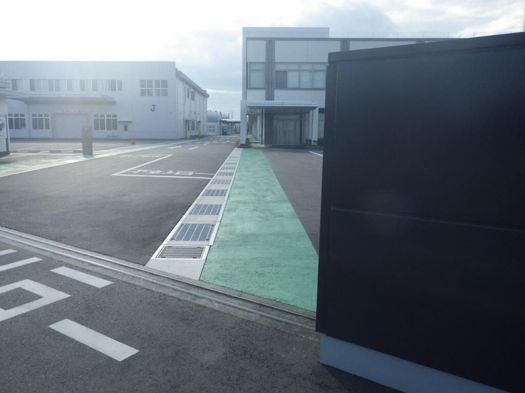 【工事部門】構内歩道用グリーン塗装設置工事(加東市)